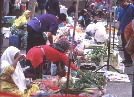 Temerloh_colorful_market_scene_1
